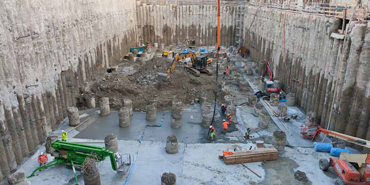 Features Analysis of Deep Foundation Pit Construction
